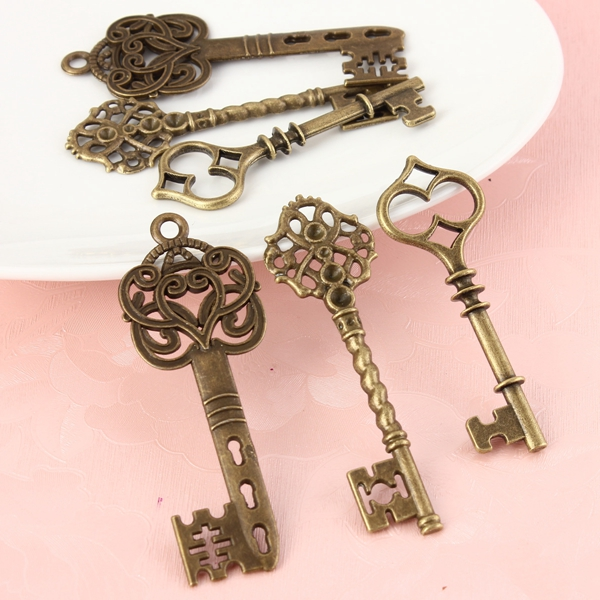 6 Large Skeleton Antique Bronze Keys Pendants Charms Jewelry Findings