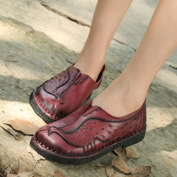 Peacock Pattern Soft Leather Pure Color Retro Round Toe Flat Shoes
