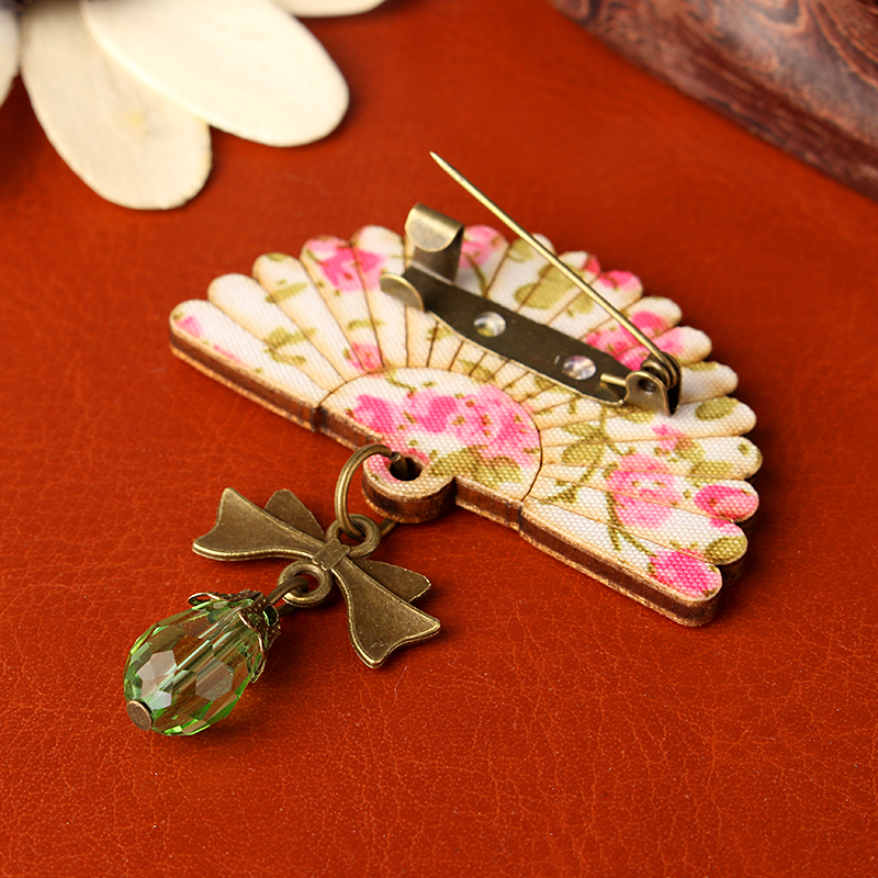 Sweet Wood Flower Painted Glass Bead Fan Gift Brooch