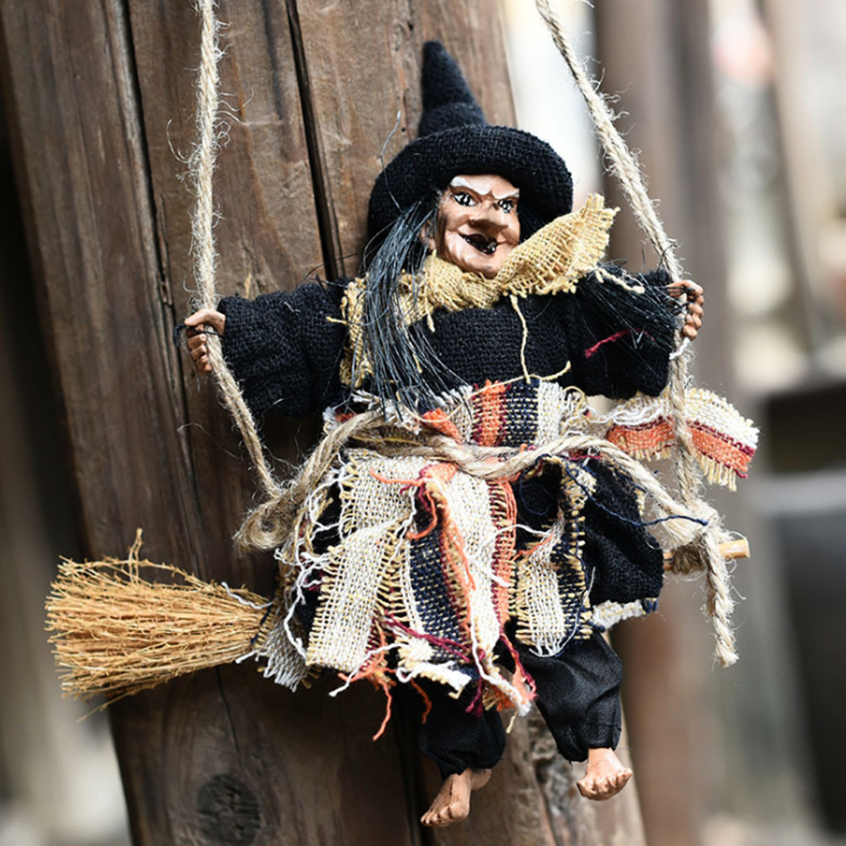 1PCS Hanging Flying Witch On Broom Ornament Halloween Party Door Welcome Decorations