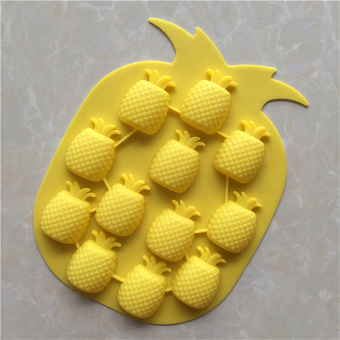 Silicone Ice Maker Mould Bar Party Drink Ice Tray Pineapple Shape Ice Cube Freeze Mold Decorating Mould Silicone Ice lattice mold for Bar Party Ice Tray Drinking Accessories