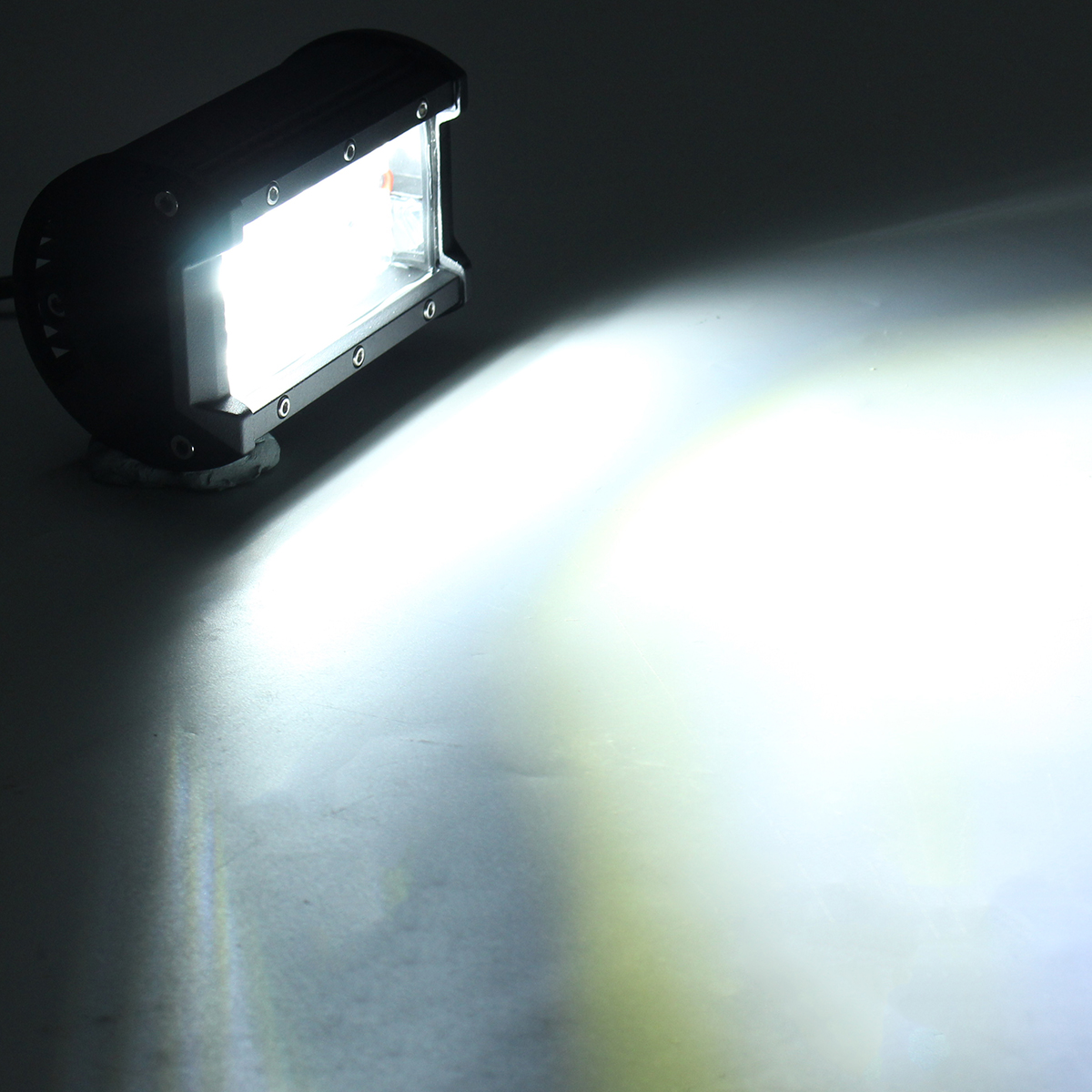 5Inch Flood LED Work Light Bar 72W 1300LM 6000K White for Off-Road Tractor 4WD SUV