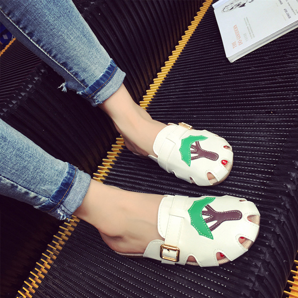 Women Round Toe Hollow Out Breathable Soft Sole Home Flat Beach Slipper