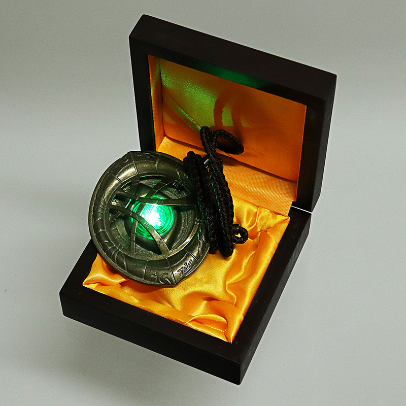 Dr. Strange Luminous Eye of Agomoto Necklace Alloy Built-in Lithium Electronic Switch Toys With Box Packaging