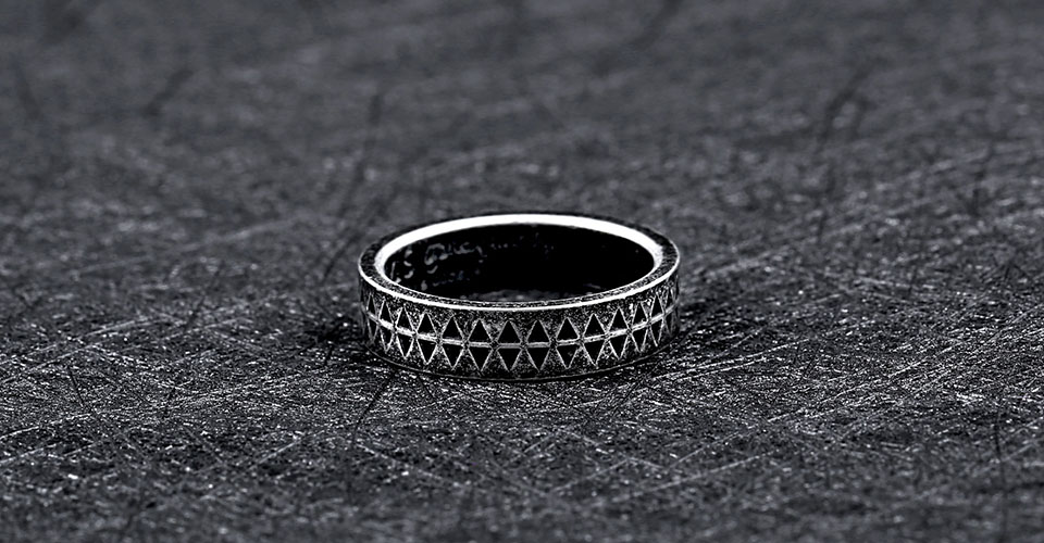 Unisex Titanium Steel Sawtooth Totem Retro Finger Ring