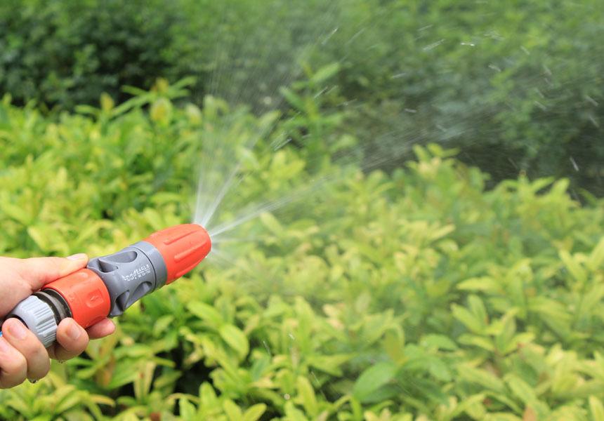 Adjustable TPR Rubber Coating Spray Nozzle Garden Watering Car Washing Sprayer with Connectors