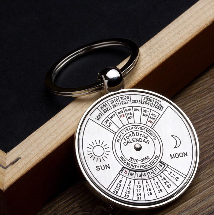 Image of Best Geschenk 2010 bis 2060 Jahre Kalender me<x>tall Schlüsselanhänger Personalisierte Schlüsselanhänger