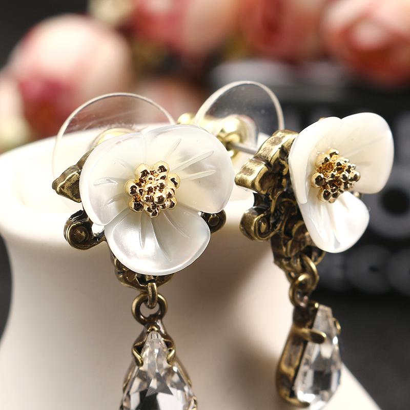 JASSY® Elegant White Shell Flower Crystal Earring