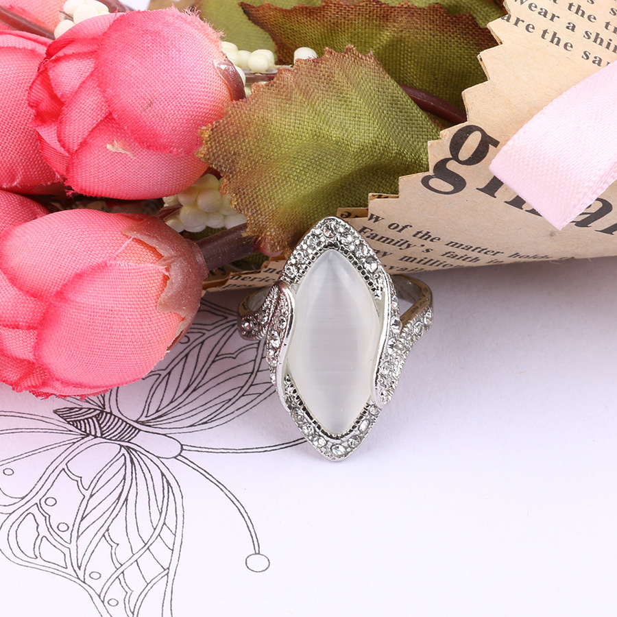 Bohemian White Resin Rhinestone Oval Opal Geometric Rings