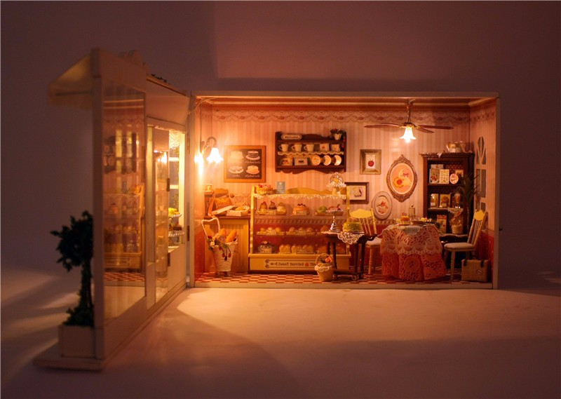 Cuteroom 1:32DIY Handicraft Miniature Voice Activated Light&Music The Sweet Berries Time Dollhouse