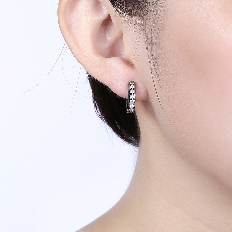 INALIS Circle Crystal Hoop Earring Gun Black Plated