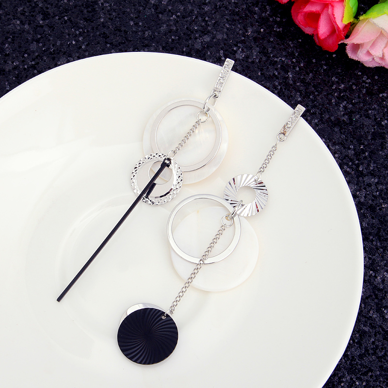 Exaggerated Natural Shell Round Ear Drop Asymmetric Earrings