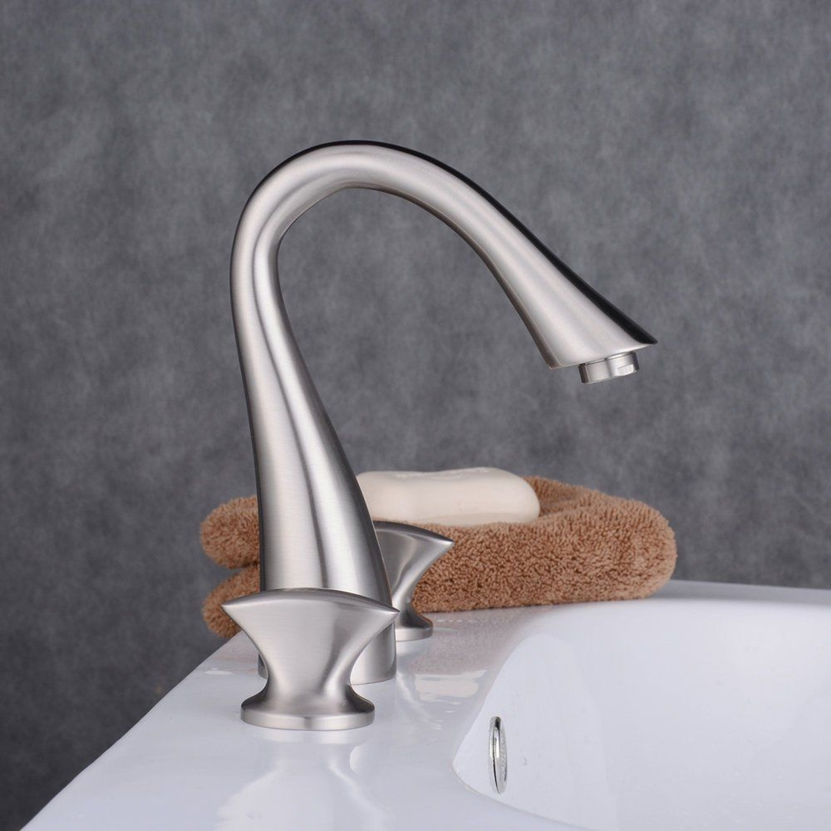 Luxury Bathroom Widespread Sink Faucet 3 Hole Mixer Tap Single Handle Kitchen Faucet