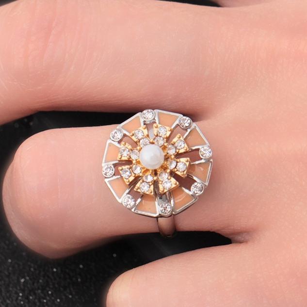 Bohemian Rotating Flower Elegant Pearl Diamond Ring