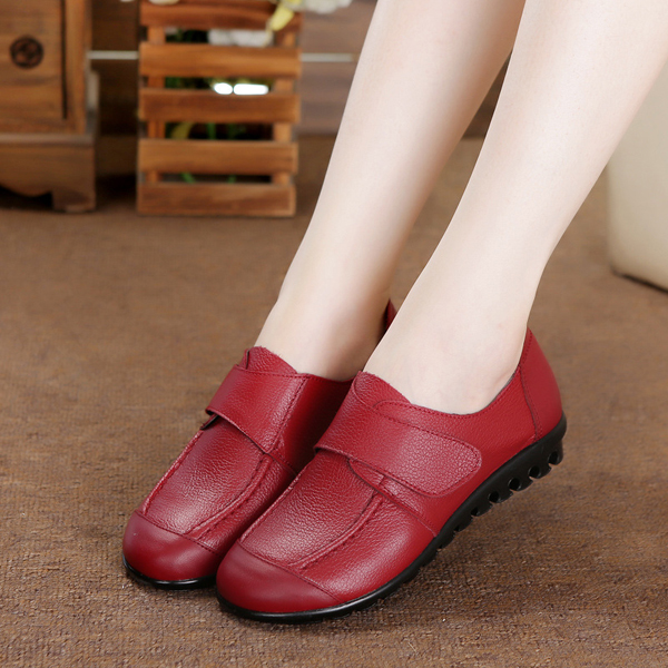 Women Soft Leather Slip On Flat Shoes Magic Stick Pure Color Comfy Flat Loafers
