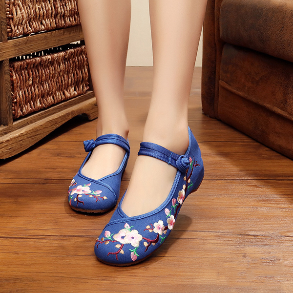 Plum Chinese Embroidered Buckle Round Toe Shoes