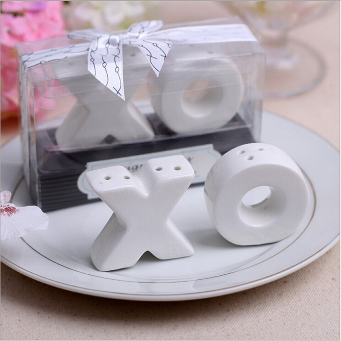 XO Shape Ceramic Salt Pepper Shakers Wedding Party Favor Guest Gift Event Supply
