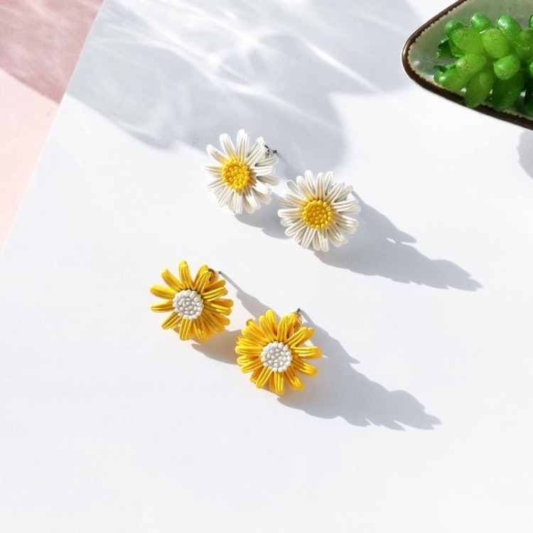 Daisy Flower Stud Earrings Fashion Yellow White Earrings