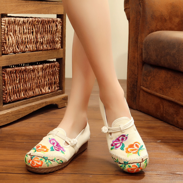 Flower Chinese Embroidered Casual Round Toe Buckle Flat Shoes
