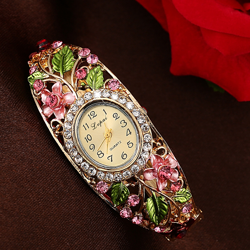 Retro Style Diamond Flowers Bracelet Watch