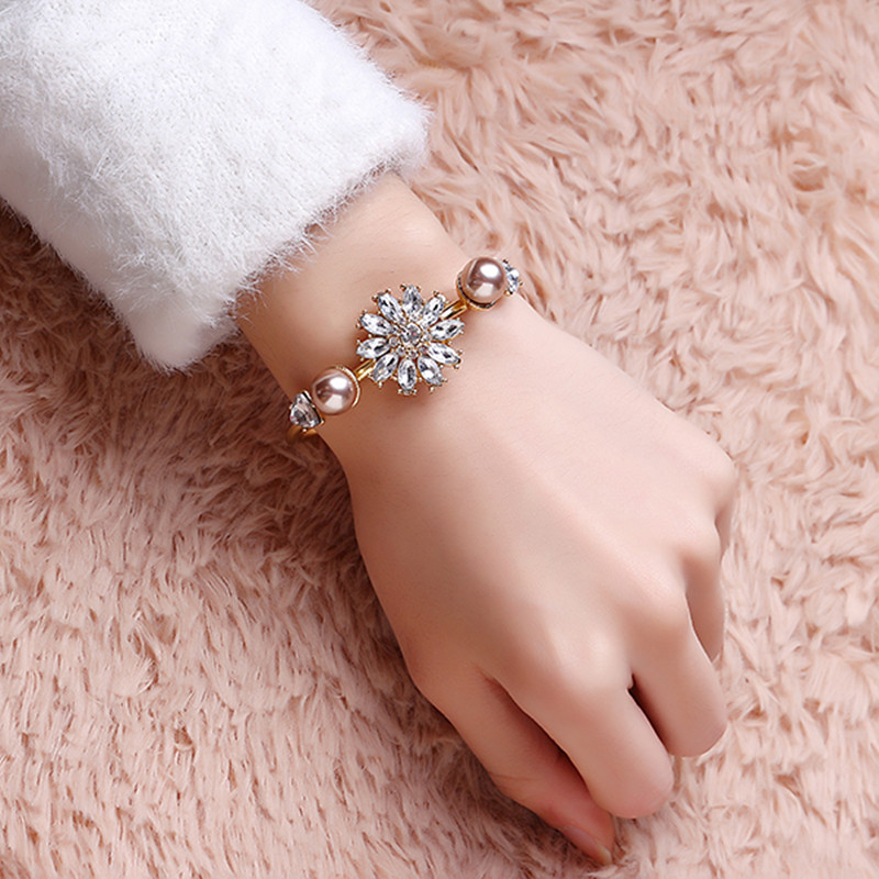 JASSY® Stylish Crystal Flower Pearl Bangle Bracelet