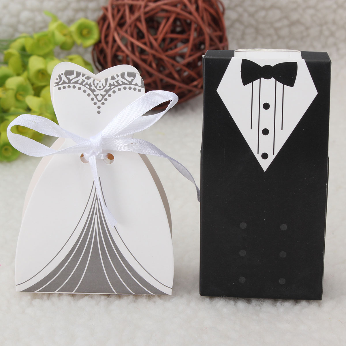 100pcs Wedding Favor Candy Box Bride Bride Groom Formal Dress Couple Invitation Gift Accessories