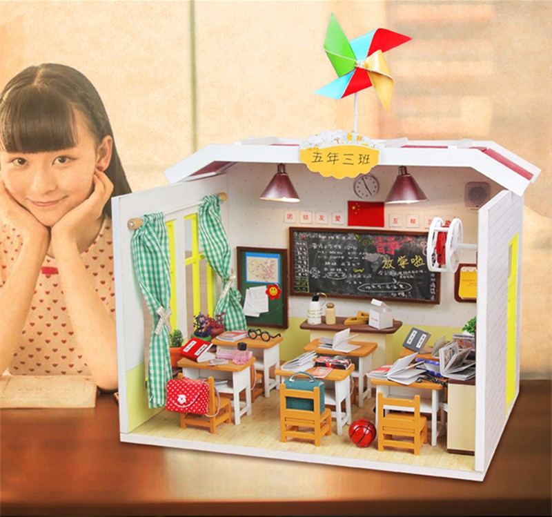 Hoomeda M017 DIY Dollhouse Graduation Deskmate With Light School Miniature Model Gift Collection