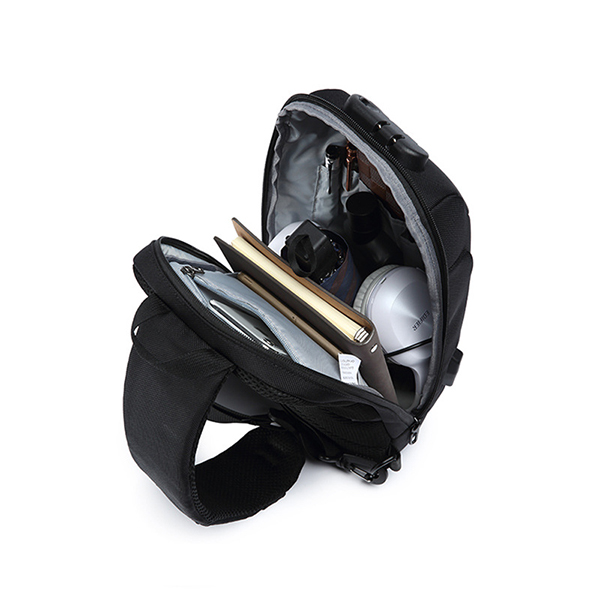 Men USB Anti-thfet Multifunctional Large Capacity Chest Bag