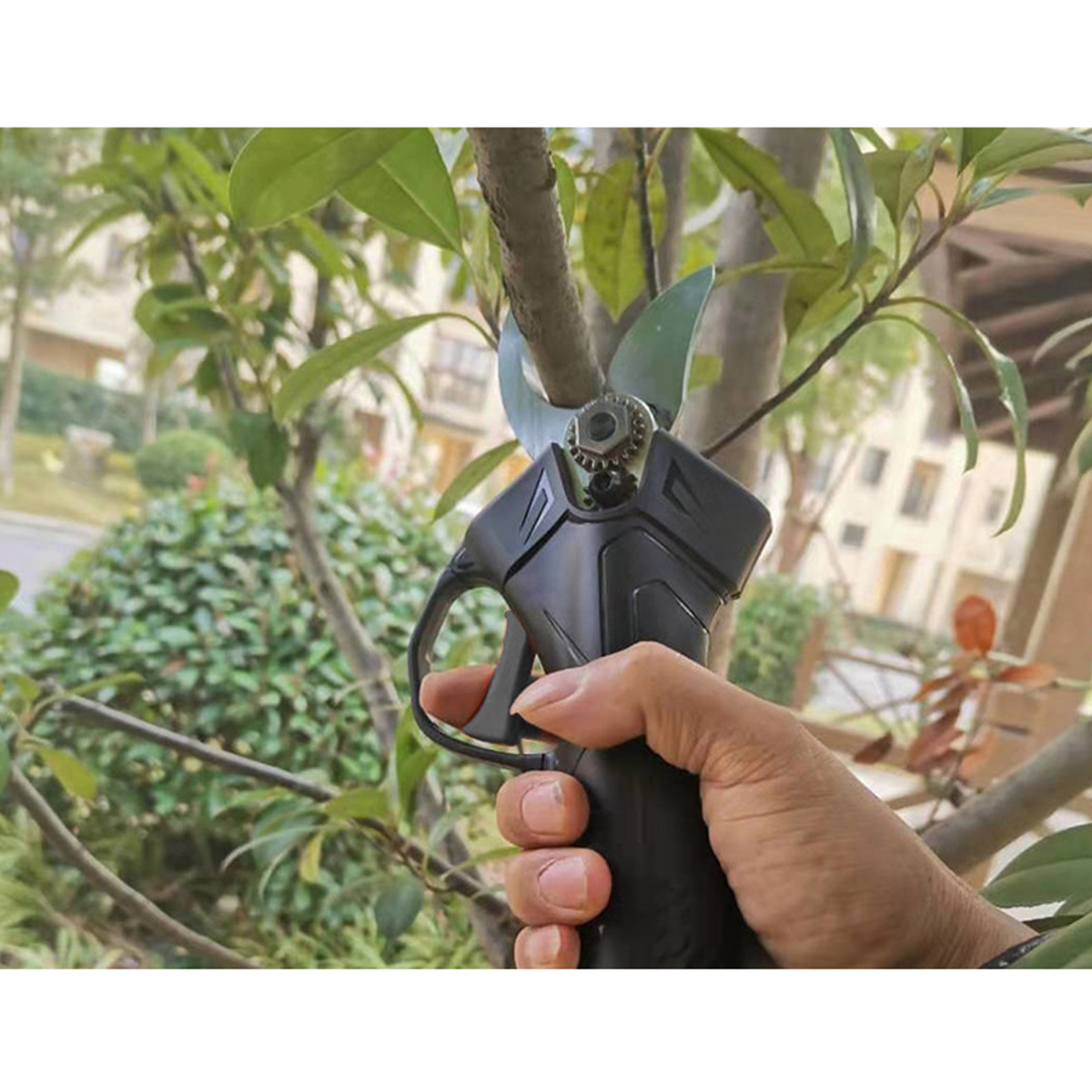 Branch Pruning Shears 2X Lithium-ion Battery 16.8V Rechargeable Cordless Secateur Branch Cutter Pruning Shears for Sharp Cutting Tools