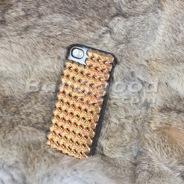 Street Punk Style Rivet Metal Feeling For iPhone 4 4S Random Shipment