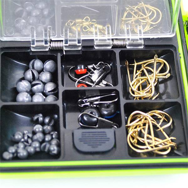 Assorted Fishing Tackle Set Tackle Box Jig Swivels Hooks Fishing Accessories
