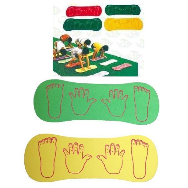 Las manos de los niños a bordo cooperación deportes al aire libre de artículos deportivos juguetes