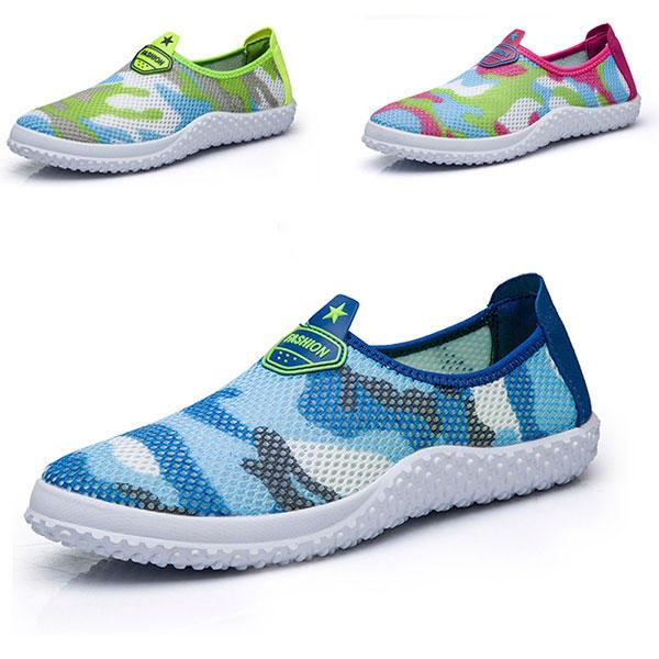 المرأة تنفس شبكة عارضة الأحذية الرياضية المسطحة