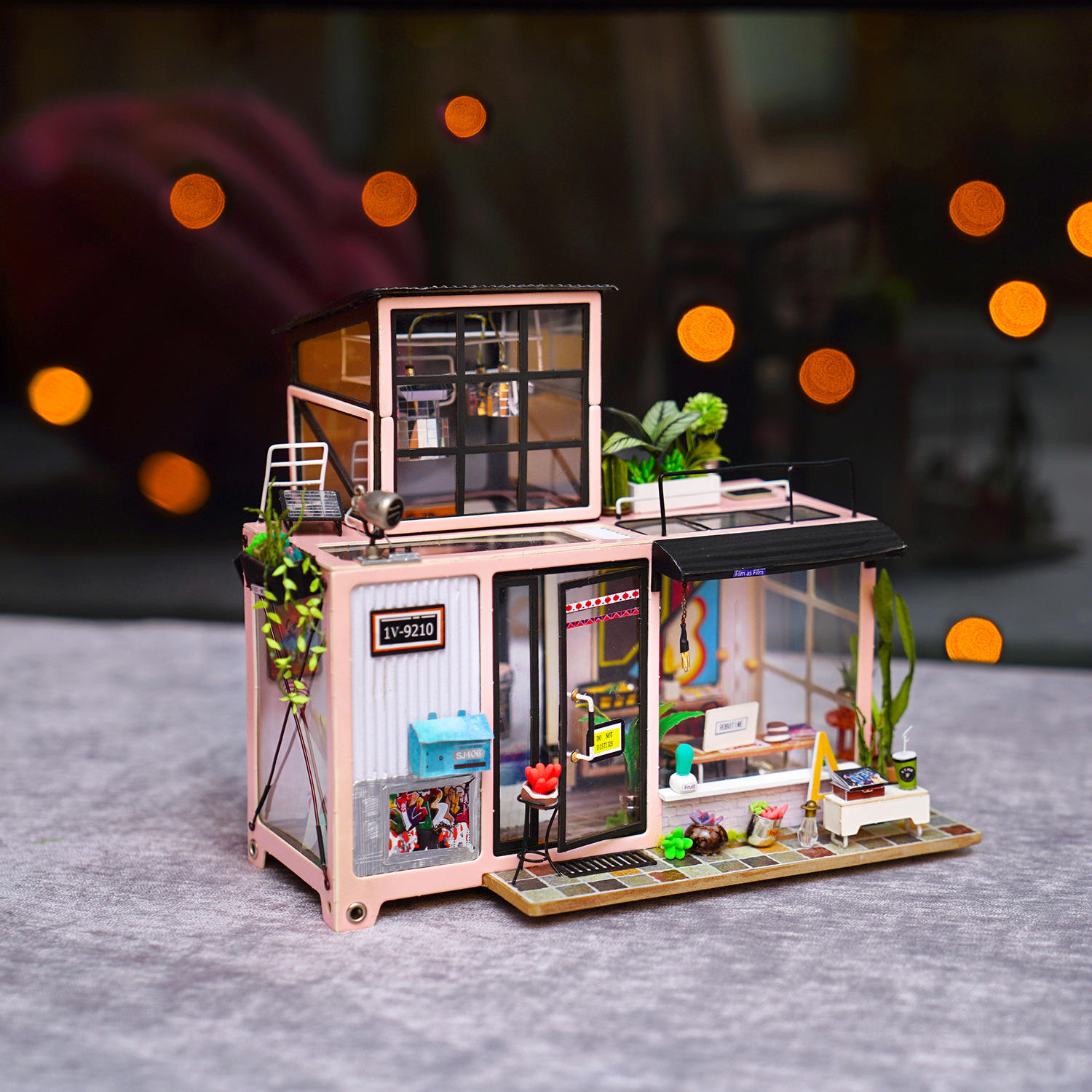 Robotime DG13 Kevin's Studio DIY Doll House 23*27.1*22cm With Furniture Light Gift Decor Collection