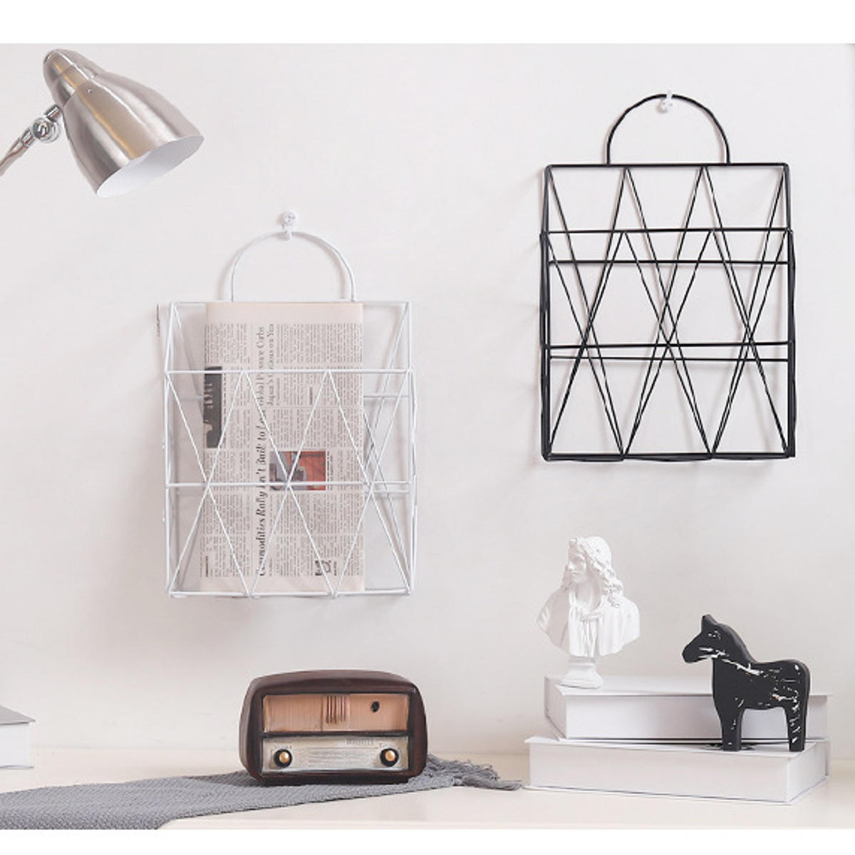 Kawat logam modern wall hanging shelf baskets rak penyimpanan buku koran display unit organizer