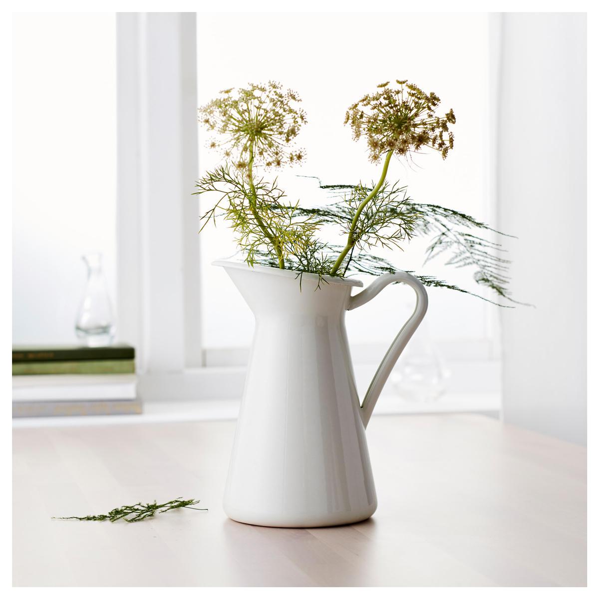 화이트 빈티지 초라한 세련된 크림 꽃병 에나멜 투수 주전자 키가 큰 금속 웨딩 장식