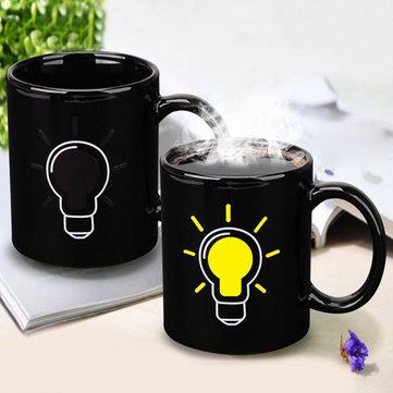 Tazza di ceramica con lampadina che cambia colore una volta versato il caffé tè o altre bevande calde