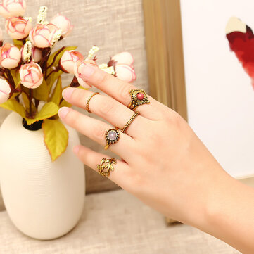 5 Pcs Punk Leaf Ring Set Retro Golden Zinc Alloy Red and Purple Stone Knuckle Ring Jewelry for Women
